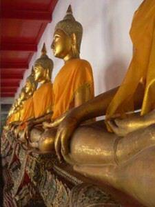 temple-bangkok-many